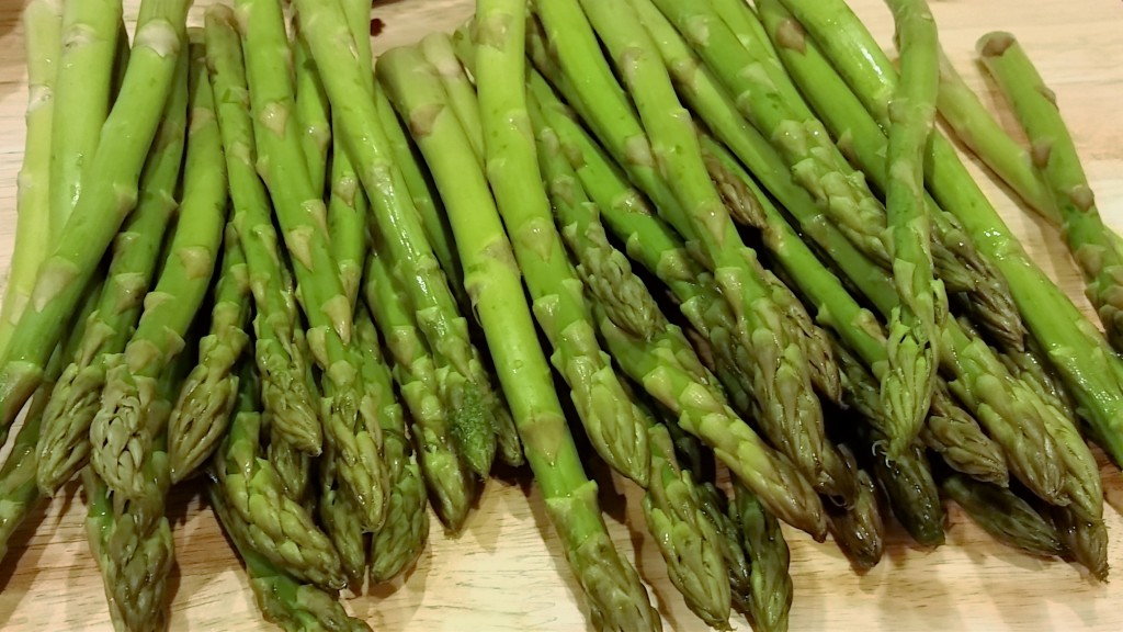 Braised Asparagus with White Mushrooms - Eat-in With YiaYia